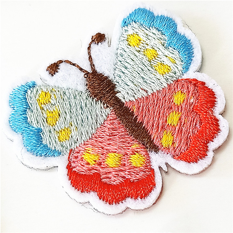 2019 new wholesale custom clothing brand logo embroidery patch woven badge for bags and clothing