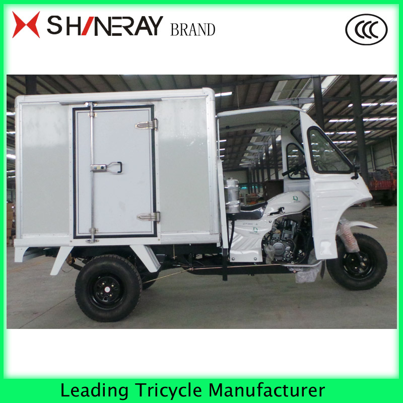Enclosed motor tricycle with driving cabin3 wheel motorcycle for cargo with low price cargo tricycle with cabin