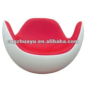 white outside red cushion Placentero lounge chair