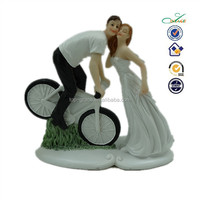 hot selling polyresin bride groom figurines riding bike