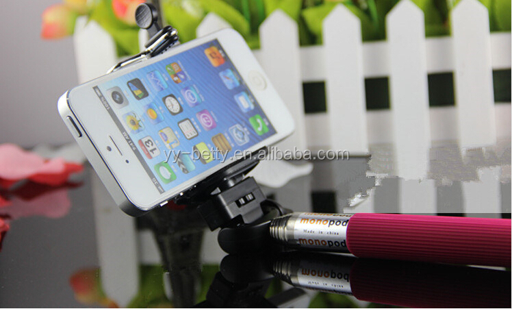 2015 hot selling mini new novelty selfie stick with torch for filling light in dark