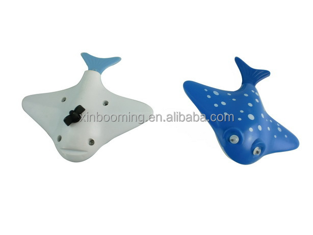 2015 New summer toys wind up swimming fish Devil ray