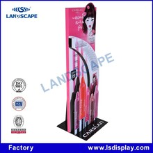Expositor provided display rack with showy beauty like Japanese