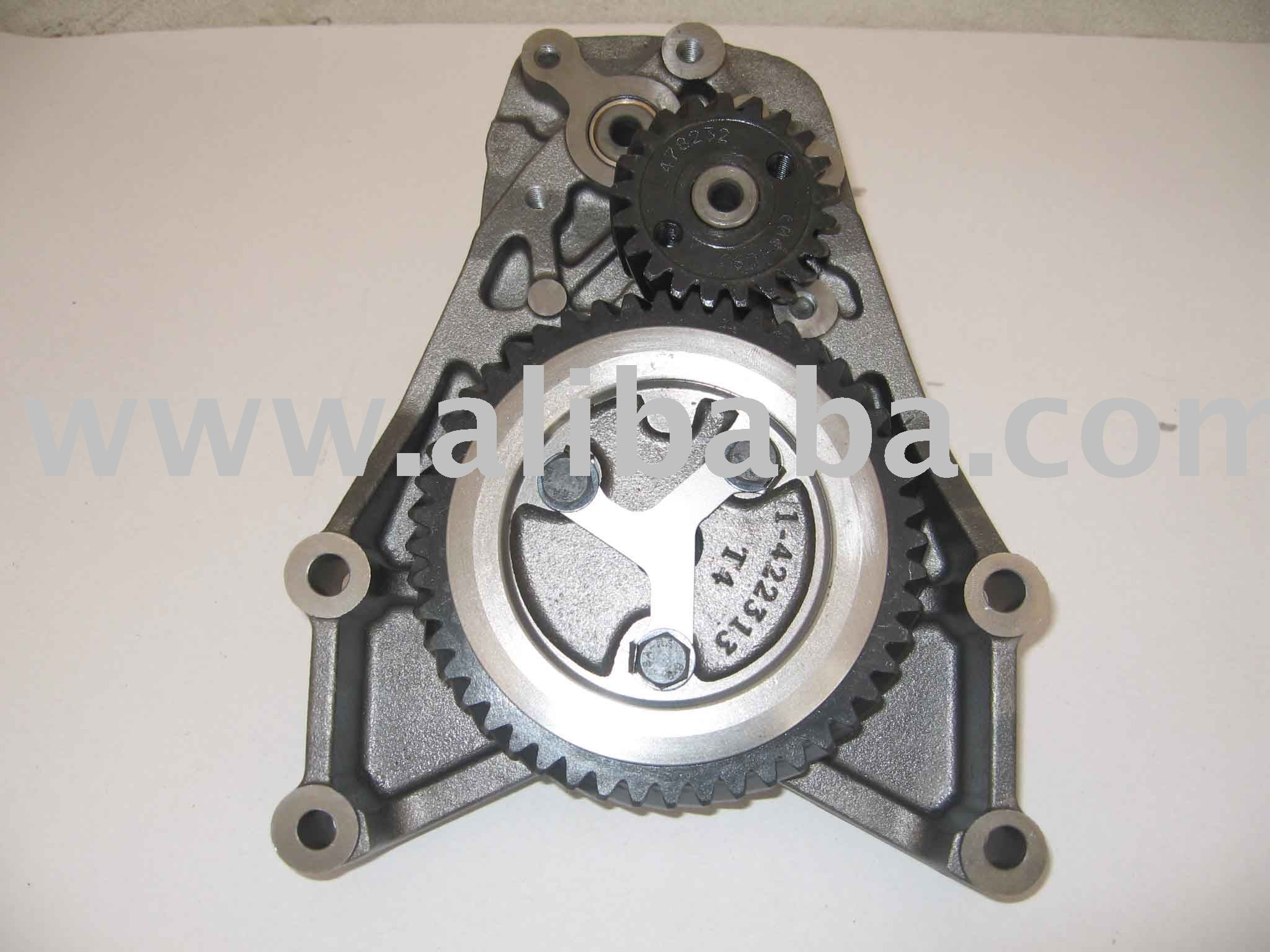 VOLVO TRUCK OIL PUMP