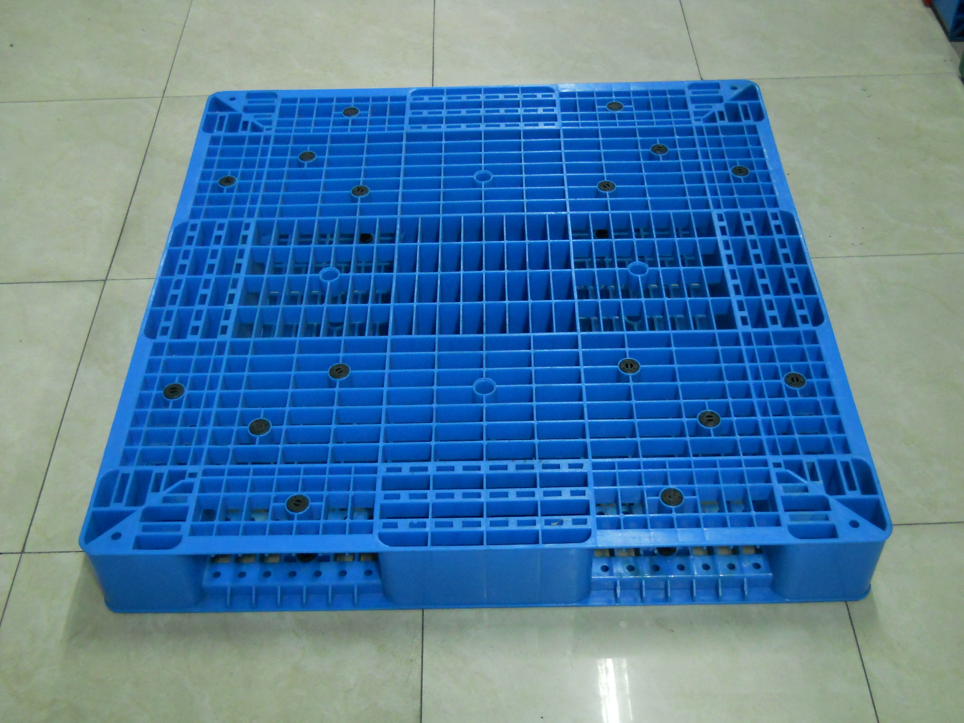 New product 2017 industry plastic pallet box 600l with lid certificate