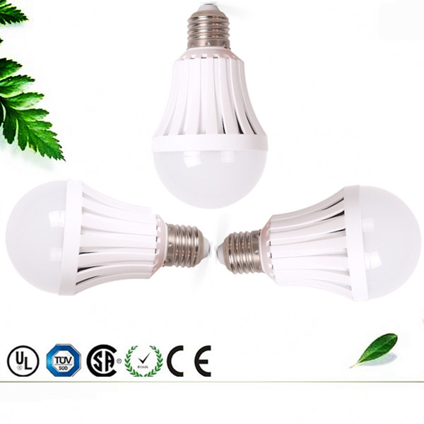 Smart emergency lamp e27 / b22 remote control rechargeable led bulb emergency light AC / DC with battery back-up