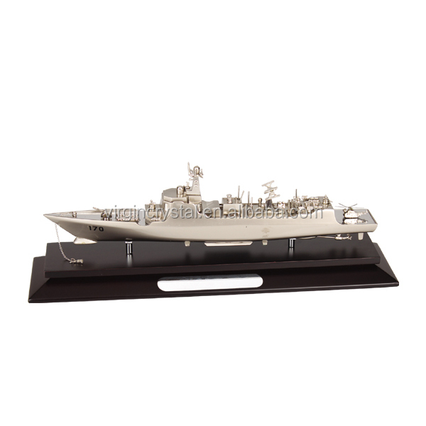 Wholesale Elegant Decoration metal Ship art collectible model with nice wood base