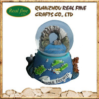 Wholesale Polyresin Tourist Snow Globe With Customized Pictures