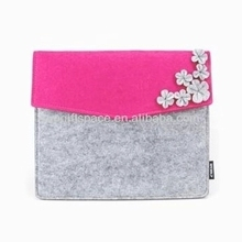 2018 hot sell fashion handmade nice flower decoration roseo pad/laptop cases wholesale felt bags made in China