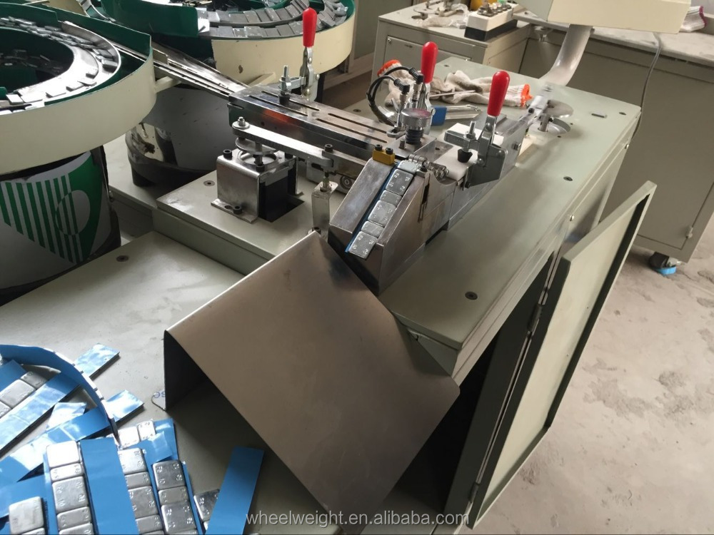 Automatic Tape Pasting and Box Packing Machine / Adhesive Wheel Weight Machine
