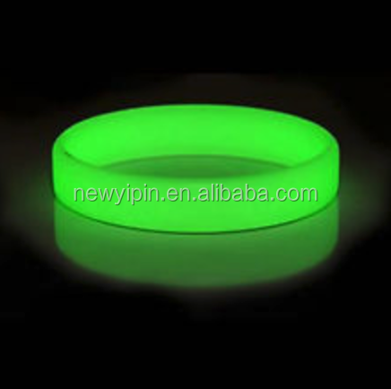 2015 Hot sale factory directly glow green wristband/QR code number silicone bracelet / wristband