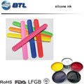 2017 China low price silicone colorful spray on silicone wristband surface silicone printing