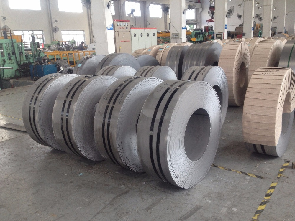 Hot rolled stainless steel strips in coils AISI 420B, W.-Nr.1.4028 DIN X30Cr13