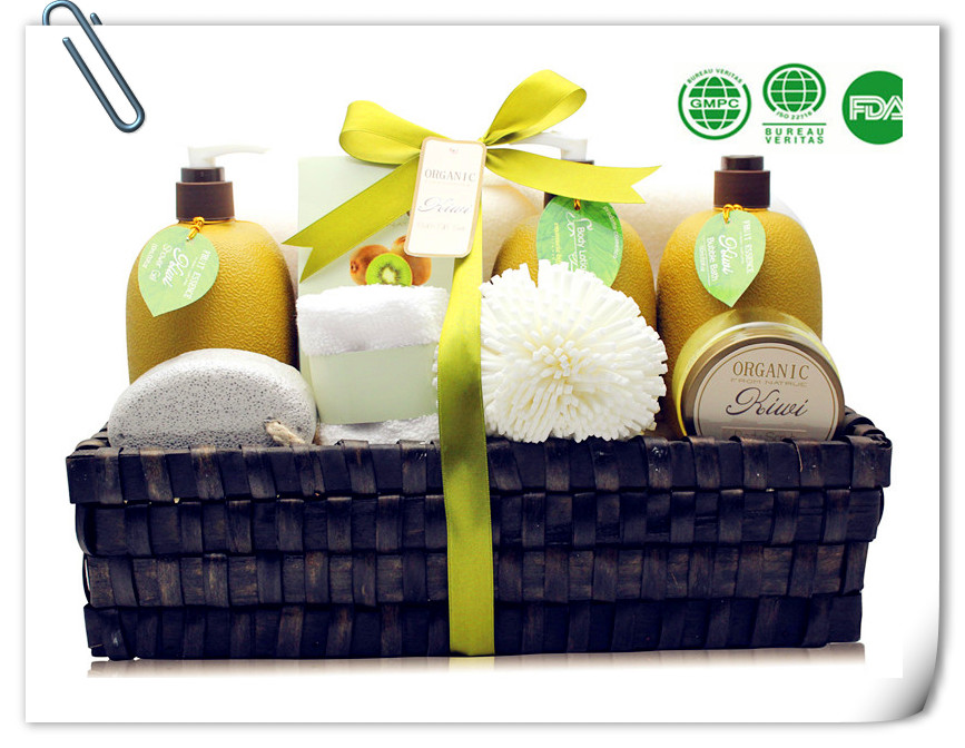 Promotional bath spa gift set in Willow Basket