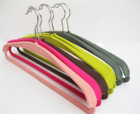 coat hangers velvet flocking finish with shoulder pad