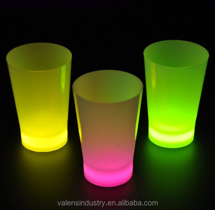 Colorful Fashion Lighted Beer cup <strong>wedding</strong> favors party glow cups most popular flashing led glow in the dark cups for bar items