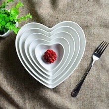Haonai white heart shape Ceramic Dinner plates/dishes,creative fine ceramic shaped plate and dish.