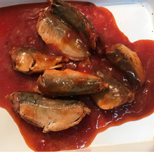 Canned sardine in tomato sauce canned fish snack 425g