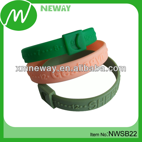 Personalized silicone remind bracelet with moveable loop