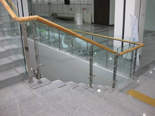 ISO Wooden Handrail Stainless Steel Deck Glass Baluster Railing for Balcony / Stair