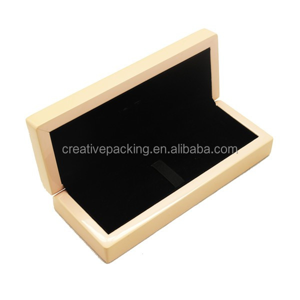 High Grade Lacquered Wooden Jewelry Box For Hand Catenary