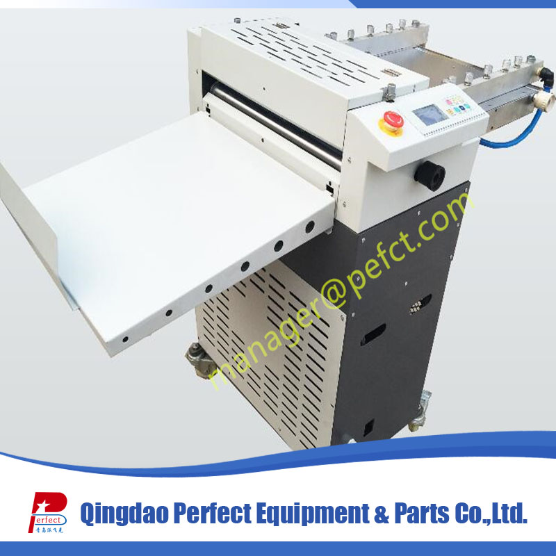 Small manual A4 paper perforator