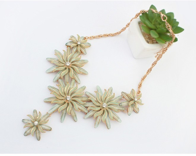 2017 New Products Fashion Exaggerated punk metal Daisy necklace