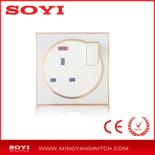 British standard panel interruptor 1 gang switched socket 13A con acrílico blanco en Bangladesh o mercado de Irak