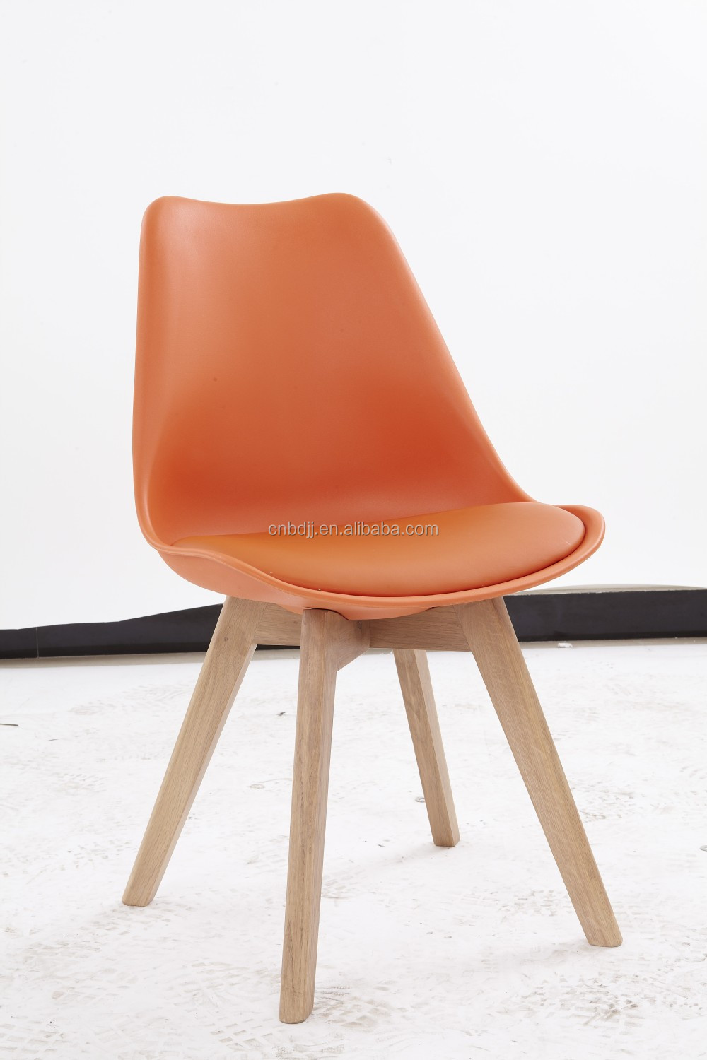 new arrival high quality cheap solid wooden legs plastic dining chair