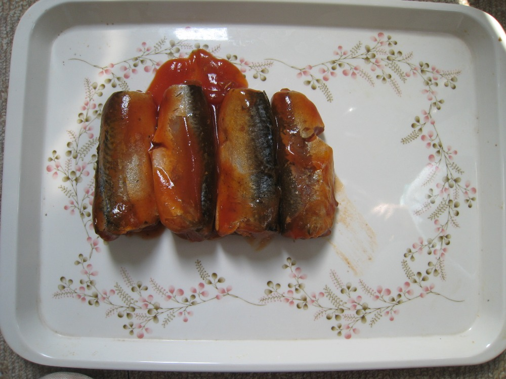 Horse mackerel canned in vegetable oil and mackerel in brine