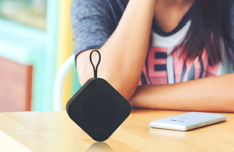 Small Twins TWS Speaker with Self Portrait function