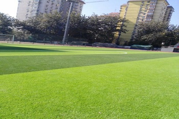 Artificial lawn with good air permeability