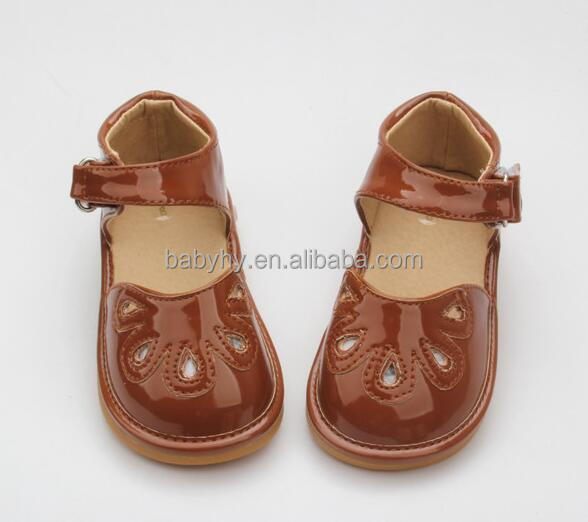 Manufacture 2016 New Arrival OEM Custom Leather Cute Newborn Squeaky Shoes Baby Girl Sandals