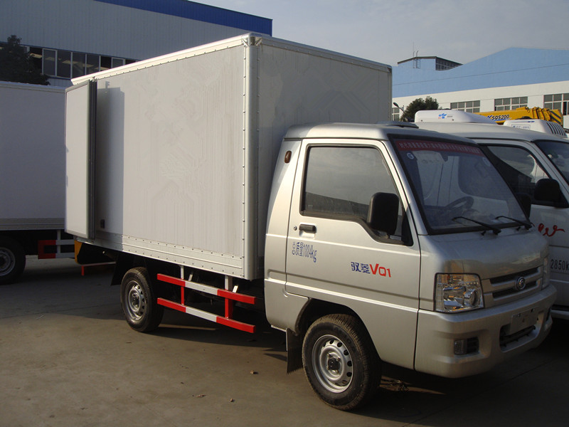 hot sale 6 wheel euro4 gasoline 1 tons foton mini cargo van
