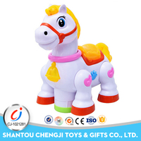 2017 New cartoon battery operated plastic toy race horse with light music