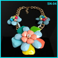 Modern Sweet Design Hottest Sale Rhinestone Big Flowers Statement Necklace With Chains