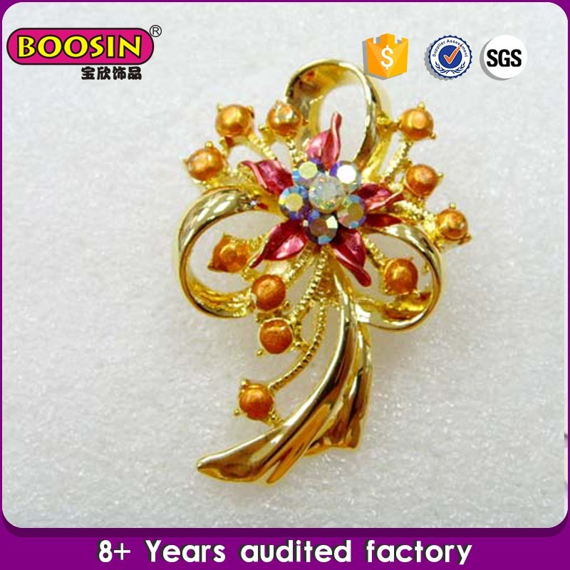 Guanzghou jewelry Factory supplies cheap golden wedding brooches, rhinestone brooch for wedding in bulk