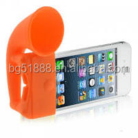Cheap and fashion portable amplifier/horn speaker as a support for mobile phone