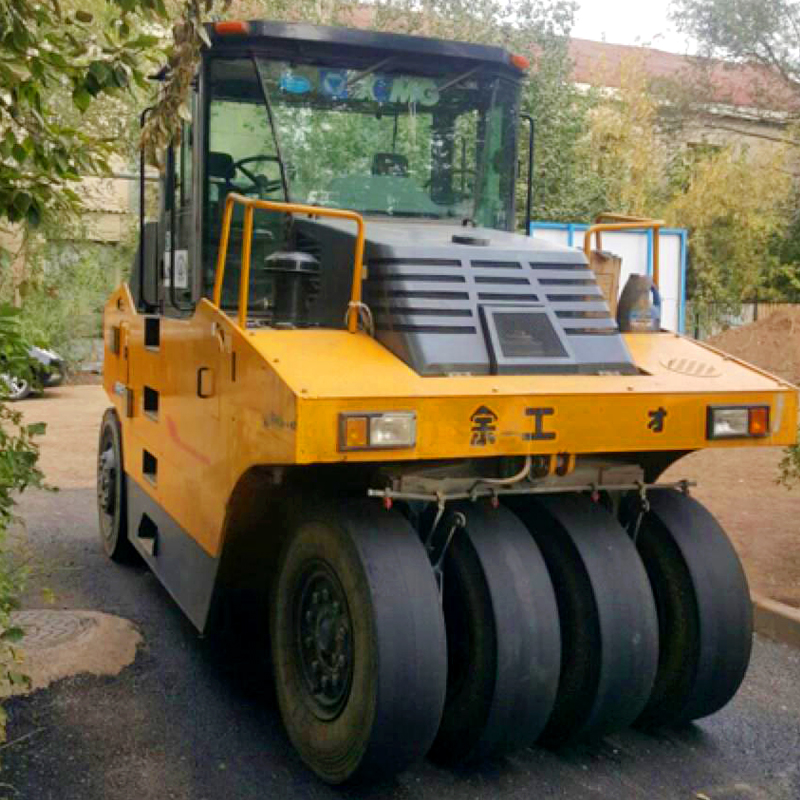 Low price rubber tire XP203 road roller compactor
