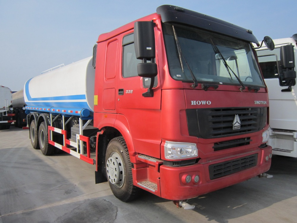 Hot Sale SINOTRUK HOWO Water Sprinkle Truck 6*4 With Euro 2