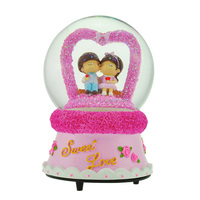 2014 New Custom 8CM Resin Lovers Figurines Musical Wedding Favors Water Snow Globe