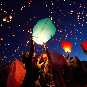 Eco-friendly Chinese Wishing Paper Balloons Fire Flying Sky Lanterns