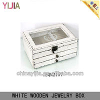 WHITE WOODEN LATTICED PADDED JEWELRY CASE