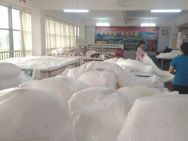 Customized 100% silk quilt filling A grade silk fiber 220*240cm 2kg silk comforter