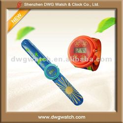 Silicone Cheap Kids Slap Digital Watches for Promotion