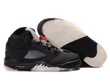 Who sale famous reserve price men's basketball shoes