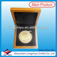 Metal fashion customized cheap square mosaic medallions,round metal golden badge coin with MDF box for memory gifts