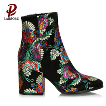 Hot sale Lady Flower Embroidery middle chunky heel ankle boots