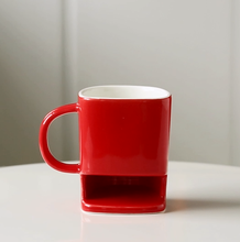 Fashion red color milk / coffee mug with cookie holder for tea time