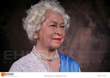 Elizabeth II lifelike human wax figure in sculpture statue